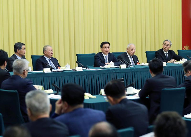 韩正看望港澳地区全国政协委员并参加讨论