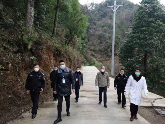 酉阳县板溪镇开展周边环境整治行动